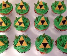 Zelda Triforce Cupcake Toppers by CakeFreak on Etsy Zelda Birthday, 8th Birthday, Birthday Parties, Birthday Ideas, Cupcakes, Cupcake Cakes, Zelda Cake, Nintendo Party, Football Party Foods