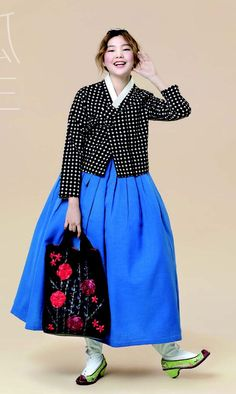 한복 hanbok : korean traditional clothes dress c Korean Fashion Trends, Korea Fashion, Ethnic Fashion, Asian Fashion, Korean Traditional Dress, Traditional Fashion, Traditional Dresses, Korean Dress, Korean Outfits