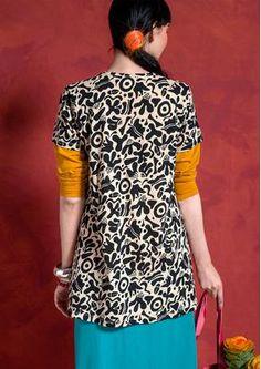 """Tunika """"Amöba"""" aus Öko-Baumwolle  Unsere Trikottunika mit dem herrlichen Muster """"Amöba"""" passt ebenso gut zu farbenfrohen Leggings wie über einen Rock oder eine Hose. Modell in A-Linie, mit rundem Ausschnitt und kurzen Ärmeln.  Normale Passform, unten grosszügige Weite Länge/M 84 cm"""