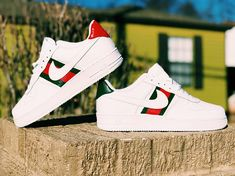 Nike Air Force 1 Gucci Custom. The shoe is hand painted with high-quality leather paint and finished with a finisher. The paint is waterproof and should not come off unless picked at. -We only use the best products from angelus direct. -Listing is in Mens shoe sizes, refer to