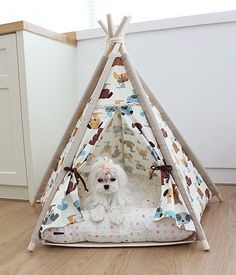 Awesome- Dog Teepee Indian Tent or for a small child's play tent Dog Tent, Teepee Tent, Teepees, Diy Cat Tent, Dog Rooms, Dog Houses, House Dog, Pet Beds, Diy Stuffed Animals
