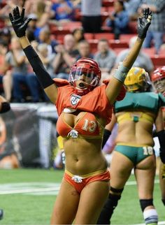 Ladies Football League, Hot Football Fans, Female Football Player, Legends Football, Football Girls, Raiders Football, Volleyball Shorts, Beach Volleyball, Volleyball Pictures