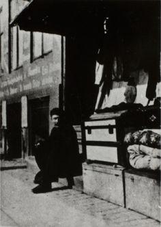 Udvandringskontoret, Nyhavn 17 - beskrivelse Kreditering: Københavns Museum Uploadet den 27.04.2011 af Københavns Museum Indre By / Kongens Nytorv, (1900 - 1910), mænd