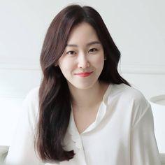 서현진 덕질하는 fanstagramさんはInstagramを利用しています:「💛 - - - - - - #서현진 #Seohyunjin #매니지먼트숲 #managementsoop #soop #숲스타그램 #ソヒョンジン #徐玄振 #뷰티인사이드 #드라마뷰티인사이드 #beautyinside #thebeautyinside…」 Korean Girl, Asian Girl, Seo Hyun Jin, Ailee, Beauty Inside, Korean Actresses, Korean Beauty, Actors, Kdrama