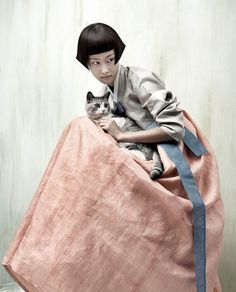 Kyung Soo Kim celebrates and reimagines the traditional Korean costume, Hanbok, in his series Full Moon Story for Vogue Korea. Vogue Korea, Vogue Japan, Asian Fashion, Fashion Art, Editorial Fashion, Fashion Portraits, Korean Hanbok, Korean Dress, Korean Traditional Dress