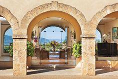Entrée de lhotel spa de luxe en Provence Luberon Provence, Provence Style, Provence France, Trekking, Spa Luxe, Palace, Porches, Hotels, Mansions