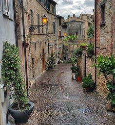 ~un'estate particolare~ ~ ~ ~ ~ #volgomarche #volgoascolipiceno #volgoitalia #tv_doorsandwindows #igersmarche #marchetourism #ig_worldclub #ig_marche #ig_italia #yallersmarche #king_villages #tv_pointofview #vsco #igersitalia #sojanelas #tv_lifestyle #vivo_italia #ig_italy #loves_madeinitaly #top_italia_photo #gf_italy #rsa_vsco #italy_photolovers #yallersitalia #tv_living #borghiditalia #thebest_windowsdoors #tv_allwindows #visititalia #italian_trips