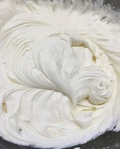 cream cheese frosting Insanely Delicious Cream Cheese Frosting is an easy and budget-friendly recipe. The cream cheese frosting recipe works great on just about any cake or cupcakes. It's a cinch to make and a treat to eat. Cupcake Frosting, Cake Icing, Buttercream Frosting, Eat Cake, Cupcake Cakes, Wedding Cake Frosting, Marshmallow Buttercream, Frosting Flowers, Food Cakes