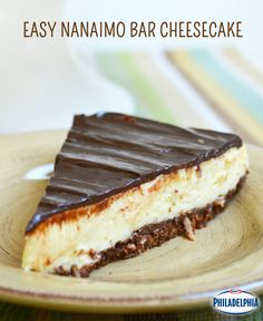 This easy cheesecake captures the flavour of the classic Canadian Treat, Nanaimo Bars, with a coconut, graham cracker crust and a custard middle just like the real deal! This easy cheesecake captures the flavour of the classic Canadian Treat, No Bake Treats, No Bake Desserts, Just Desserts, Dessert Recipes, Healthy Cheesecake, Cheesecake Bars, Cheesecake Recipes, Nanaimo Bars, Graham Cracker