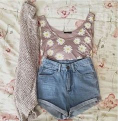 How to Chic: DAISY TREND, i would use different shorts, but still cute