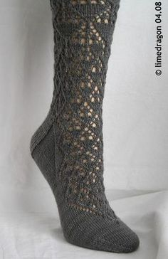 Lace socks worked cuff-down with double-point needles, inspired by Marianne Kinzel's 'English Crystal Design. Lace Socks, Crochet Slippers, Knit Crochet, Lace Knitting, Knitting Socks, Knitting Patterns, Knit Socks, Knit Stockings, Stocking Pattern