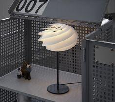 Her finder du det store udvalg af de verdenskendte originale håndfoldede LE KLINT lampeskærme, samt lamper og tilbehør, der produceres på fabrikken i Danmark.