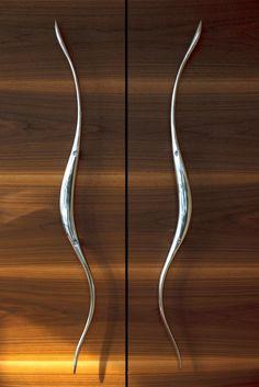 Bespoke shaped and polished door handles at Chalet Zermatt Peak Barn Door Handles, Knobs And Handles, Barn Door Hardware, Door Knobs, Decorating Your Home, Interior Decorating, Interior Design, External Door Handles, Door Design
