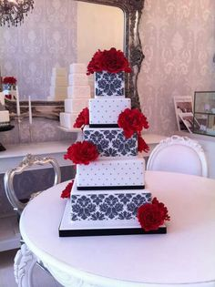 Zoe Gilham Cake Artist : Damask and red roses by Zoe Clark Cakes