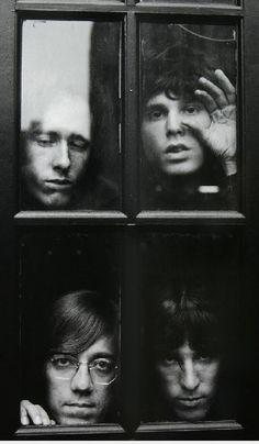 MAÑANA DE BLUES Y ROCK de lunes a Viernes en la radio. Visita www.radiodelospueblos.com  y escúchanos por internet !!!  The Doors