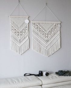 Vertical and horizontal modern V lines can be made in any size you want. # Conclusion Thank you for your direct contact with the lecture / work. # Macrame # macrame # macrame one day class # interior accessories Macrame Wall Hanging Patterns, Yarn Wall Hanging, Macrame Art, Macrame Design, Macrame Projects, Macrame Knots, Macrame Patterns, Macrame Curtain, Macrame Tutorial