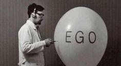 Pessoas com egos inflados são aquelas que por falta de autoconhecimento, complexo de inferioridade ou seja lá qual trauma ou necessidade traga consigo, precisa se auto afirmar perante os outros de maneira repetitiva.