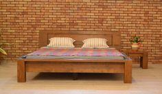 drevená posteľ z masívu
