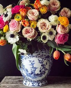Habitually Chic®️️ - gorgeous flowers in a blue and white Chinoiserie vase