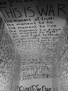 Thirty Seconds to Mars - This is War (Official Lyric Video ...