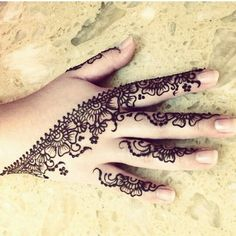 Mehendi is mostly used to make beautiful floral designs or tattoos on different parts of the body. Here I am sharing some beautiful mehndi designs for fingers Mehndi Tattoo, Henna Mehndi, Henna Tatoos, Arte Mehndi, Henna Ink, Henna Body Art, Henna Tattoo Designs, Mehndi Art, Mehendi