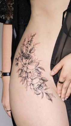 Rose Tattoo On Hip, Flower Hip Tattoos, Hip Thigh Tattoos, Floral Thigh Tattoos, Rose Tattoos, Sexy Tattoos, Body Art Tattoos, Small Tattoos, Girl Tattoos