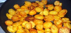 With this trick you'll get super crispy potato slices Yum, pan-fried potato slices. It goes with pretty much everything as a side dish. We're big fans! Dutch Recipes, Cooking Recipes, Healthy Recipes, Potato Dishes, Potato Recipes, Typical Dutch Food, Sliced Potatoes, Healthy Fruits, International Recipes