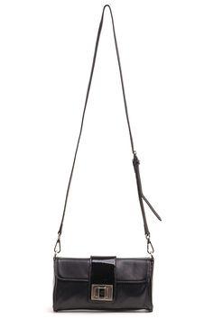 сумка женская из натуральной кожи:- закрывается на замок Внутри:- перегородка на молнии- карман на молнииМодель дополнена длинным отстегивающимся ремешком и малым 20 см