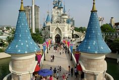 11. Seoul's amusement park, Lotte World. | Community Post: The Best Things About Living In Seoul