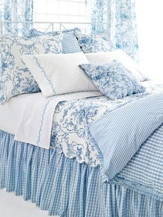 Blue and white toile with check. Fresh for summer. I think I found my duvet idea.