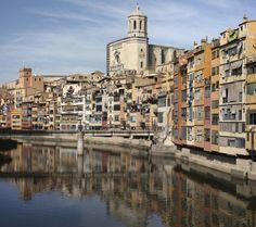 Las casas de colores de Girona sobre el río Oñar