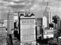 When the 33-story Book-Cadillac Hotel, center, opened