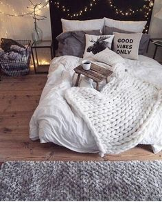 30 Warm and Cozy Bedroom Inspirations Discover Your Home's Decor Personality: Warm…cozy bedroom design, bedroom inspirations, cozy bed,…Cozy minimalistic bedroom in warm neutral hues Girls Bedroom, Dream Bedroom, Dream Rooms, Bedroom Bed, Bedroom Furniture, Furniture Decor, Warm Bedroom, Winter Bedroom Decor, Master Bedrooms