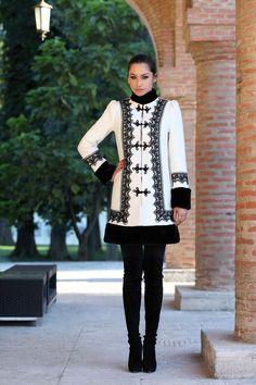 Haina romaneasca din bucle de lana alba cu negru - Vis Folk Costume, Costumes, Fall Winter Outfits, Boho Outfits, Womens Fashion, Fashion Trends, Style Inspiration, Stylish, Lady