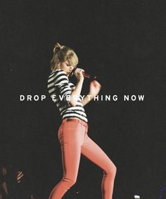 Kiss me in the Pouring rain- Sparks Fly Lyrics Her Music, I Love Music, Love Songs, Estilo Taylor Swift, Taylor Alison Swift, Loving Him Was Red, My Love, Sparks Fly Taylor Swift, One & Only