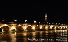 Pont de Pierre de nuit. Bordeaux.