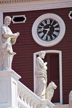 Detalle de la Iglesia El Rosario.tomado en la calle Bolívar en el casco colonial de Puerto Cabello, Estado Carabobo, Venezuela