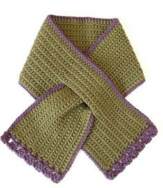 Very simple scarf pattern, with contrast edge and simple fan stitch trim on the ends. Perfect scarf for toddlers, short, neat and safe. A scarf which Crochet Scarves, Crochet Shawl, Crochet Yarn, Crochet Clothes, Scarf Knit, Crochet Vintage, Love Crochet, Crochet For Kids, Knitting Projects