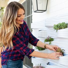 Sabrino Soto helps us create a cute hanging garden in this easy 5 step DIY project!