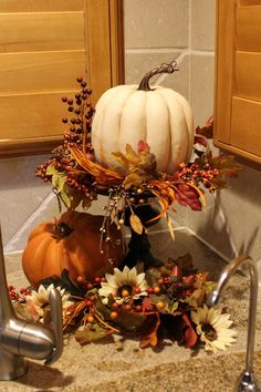 Southern Seazons: Fall in the kitchen Decoration Buffet, Deco Champetre, Fall Floral Arrangements, Autumn Decorating, Decorating Ideas, Thanksgiving Decorations, Thanksgiving Ideas, Church Decorations, Harvest Decorations