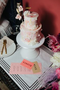 A photographer's top 10 tips for the perfect NYC City Hall elopement - 100 Layer Cake Nyc City Hall Wedding, New York Wedding, Biodegradable Confetti, Mini Wedding Cakes, Unplugged Wedding, 100 Layer Cake, Courthouse Wedding, Wedding Advice, Custom Cakes