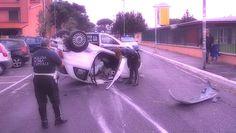 Strade pericolose a Roma: l'auto ribaltata all'Infernetto http://tuttacronaca.wordpress.com/2013/10/16/strade-pericolose-a-roma-lauto-ribaltata-allinfernetto/
