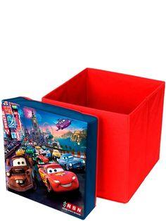 Autot-säilytysjakkaran päällä voi aikuinenkin istua. Laatikon kannen MDF-levy kestää nimittäin 80 kg:n painon. Päällysmateriaali polyesteriä. Laatikon koko: 31 x 31 x 33 cm.