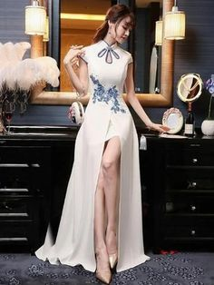 (We have provided this item's measurements to help you decide which size to buy.) (Units/Inches) Size Bust Waist Hip Shoulder S M L 37 XL 37 (Units/Centimeters) Size Bust Waist Hip Shoulder S 82 64 86 36 M 86 68 90 37 L 90 Embroidered Evening Pretty Dresses, Sexy Dresses, Beautiful Dresses, Fashion Dresses, Long Dress Fashion, Kimono Fashion, Cheongsam Dress, Cheongsam Wedding, Cheongsam Modern