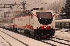 Locomotiva E 402 180 in testa ad una composizione Frecciabianca a Ronco Scrivia il 19 gennaio 2013 - (Foto: Riccardo Genova)