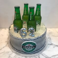 Tarta buttercream Heineken. Beer Bottle, Drinks, Heineken, Lolly Cake, Candy Stations, Themed Cakes, Drinking, Beverages, Beer Bottles