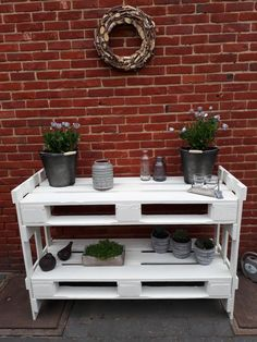 Pallet Patio, Diy Furniture Easy, Pallet Projects, Garden Inspiration, Flower Decorations, Easy Diy, Backyard, House Design, Home Decor