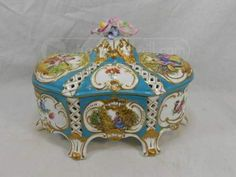 Limoges Large Footed Box Victorian Theme On auction today is a x with lid on x 6 Limoges footed box with a Victorian theme. China Painting, Baroque, Tart, Tea Cups, Decorative Boxes, Porcelain, Auction, Victorian, Antiques