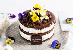 NEW CAKE 2017- Caterina alla stracciatella: delicate semifreddo decorated with edible flowers by Gelateria La Romana.