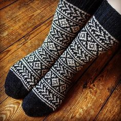 """Judit sanoo Instagramissa: """"Operation #secondsockdown is in full swing! ✌🏻Just finished these warm winter socks for my husband. ❤️ These were heavily inspired by…"""""""